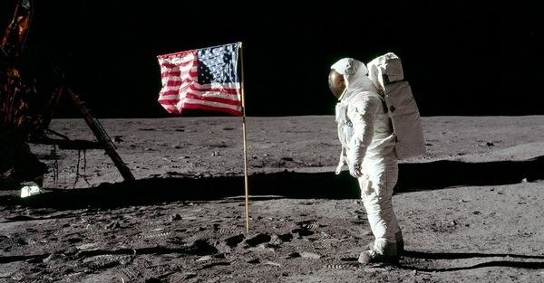 flag-waving-moon-landing_9803_600x450